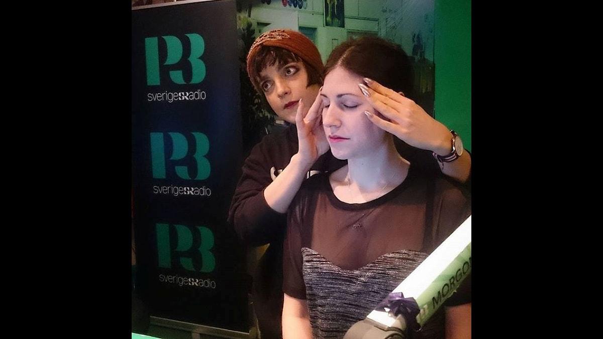 Shima styr upp Nours spänningar! Foto: Isabel Eriksson/Sveriges Radio