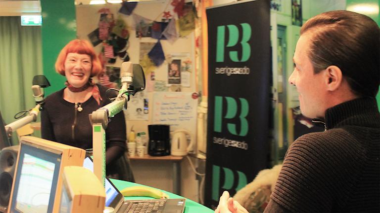 Annette Torensjö och David snackar under låtpaus. Foto: Paulo Saka/SR