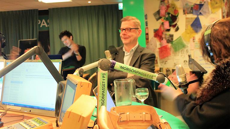 Anders Clareus i studion. Foto: Paulo Saka/SR
