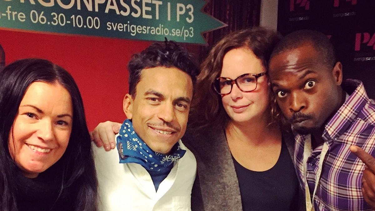 Martina, Jason Diakité, Hanna och Kodjo myser med varandra!