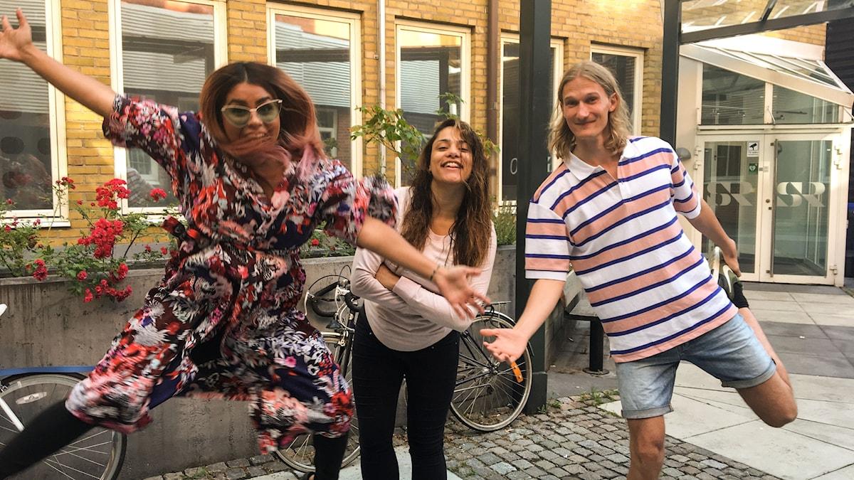 Arantxa, Farah och Marcus hoppar