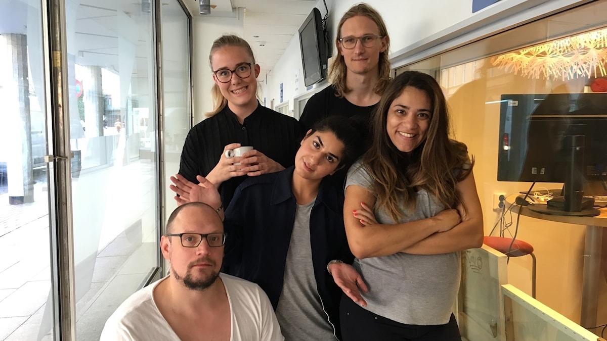 Bild på Dilan och Moa tillsammans med Jonatan, Farah och Marcus.