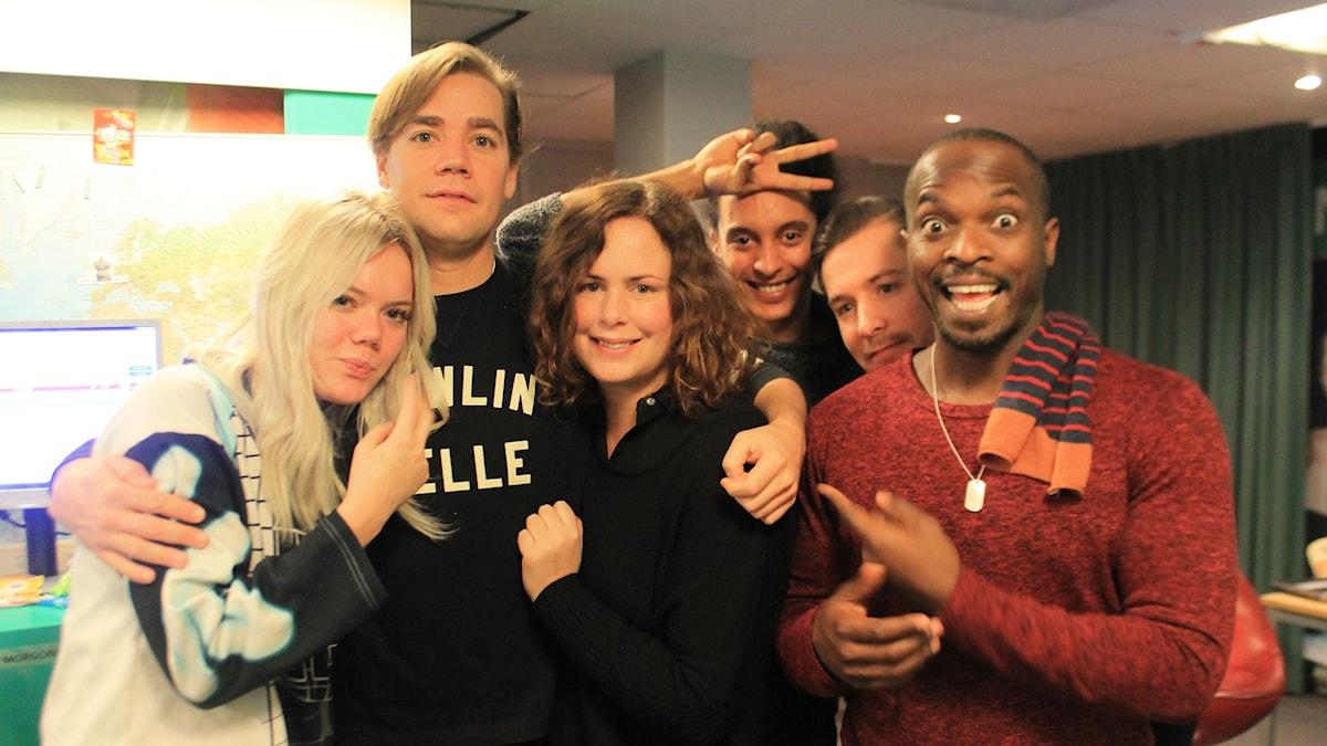 Little Jinder, Howlin' Pelle, Hanna, Victor, David och Kodjo myser ihop i studion!