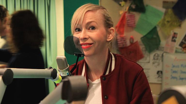 Jenny Jägerfeld i studiomiljö.
