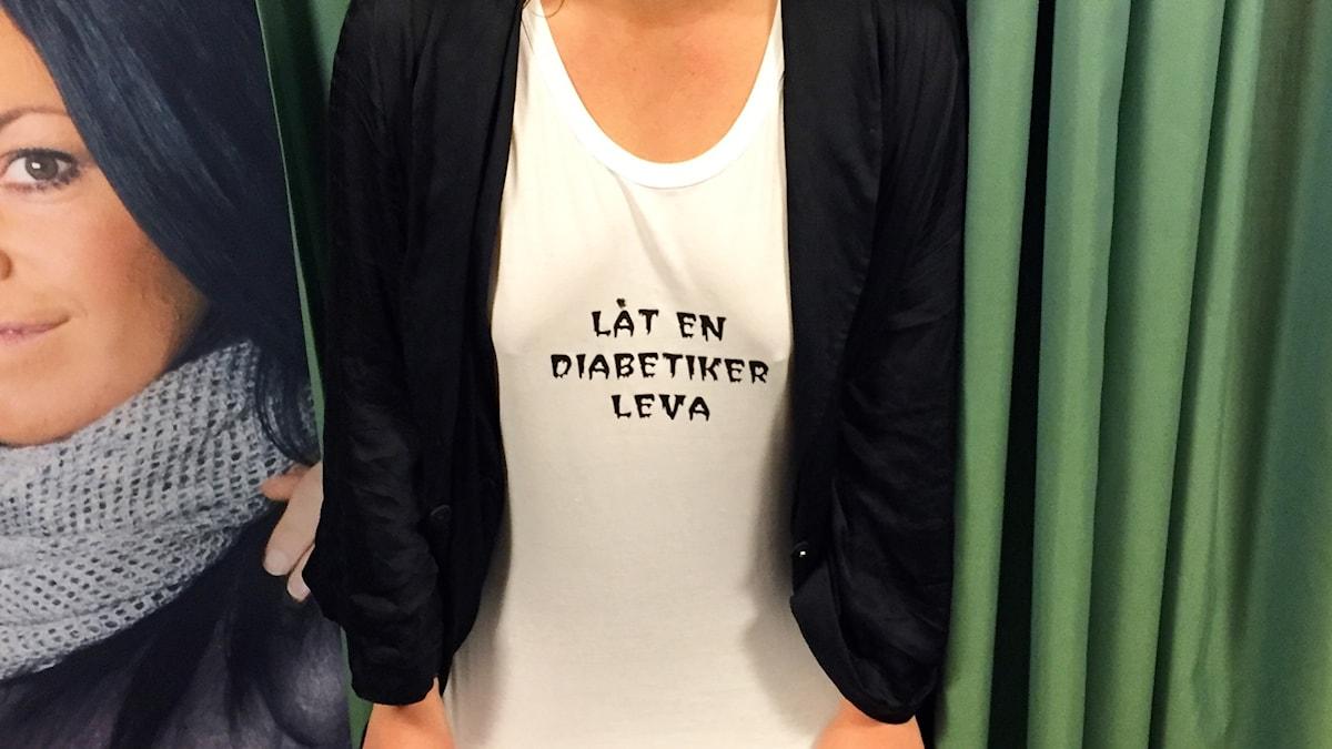 Låt en diabetiker leva! Hanna har fått ett linne skickad till sig med detta kraftuttryck!
