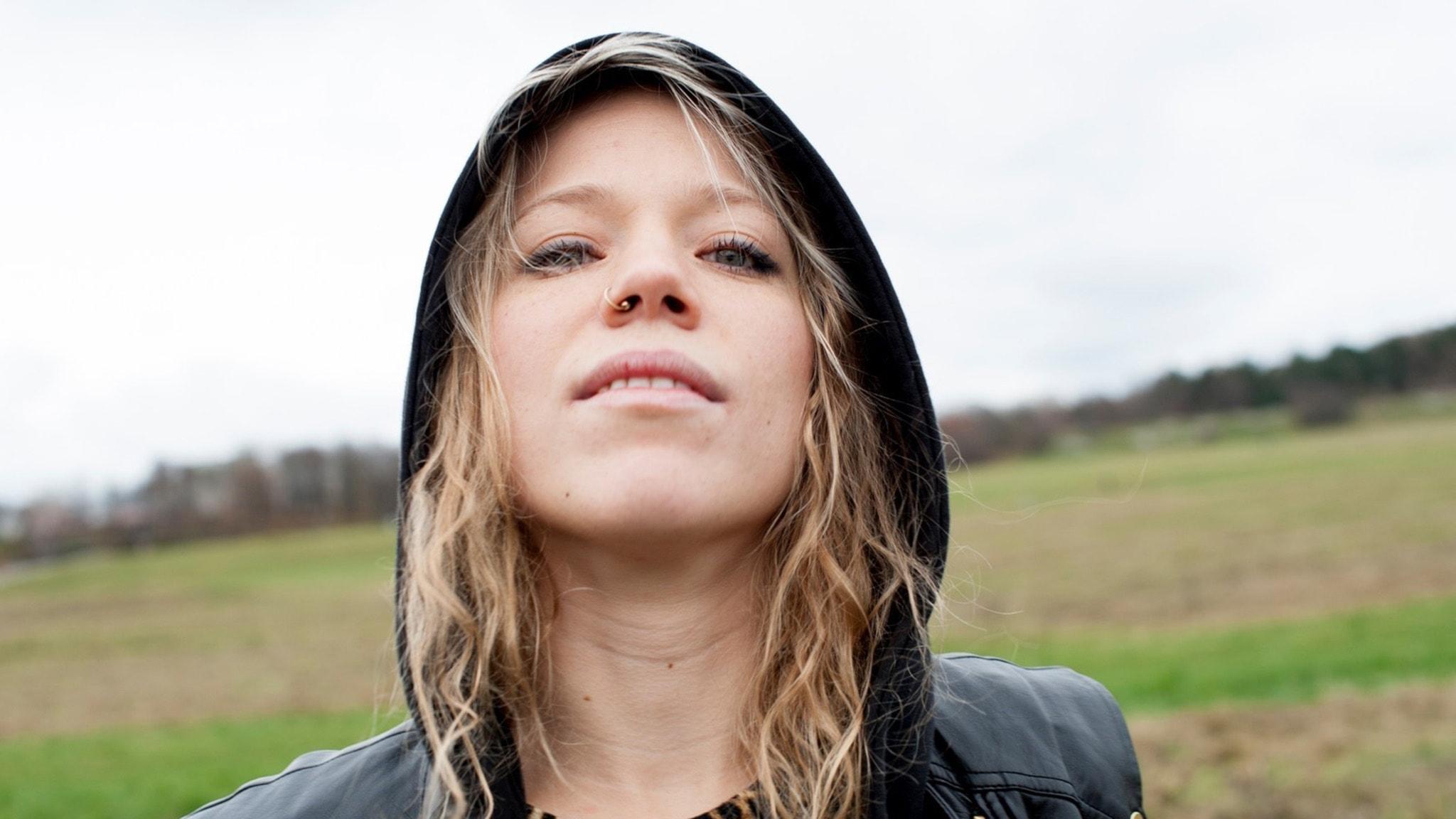 Olivia Bergdahl är poet och poetry slamare från Göteborg som bland annat vunnit SM i Poetry Slam och som 2016 vann Sveriges Radios novelltävling.