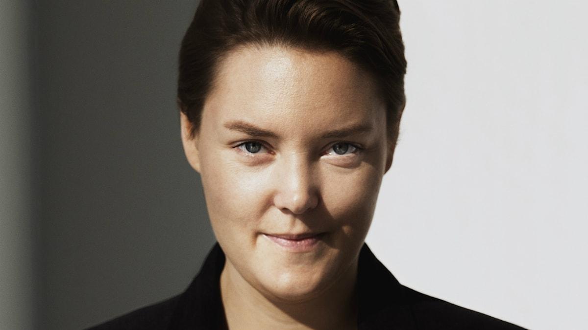 Pernilla Berglund läser en dikt hon valt av svensk-amerikanskan Siv Cedering.