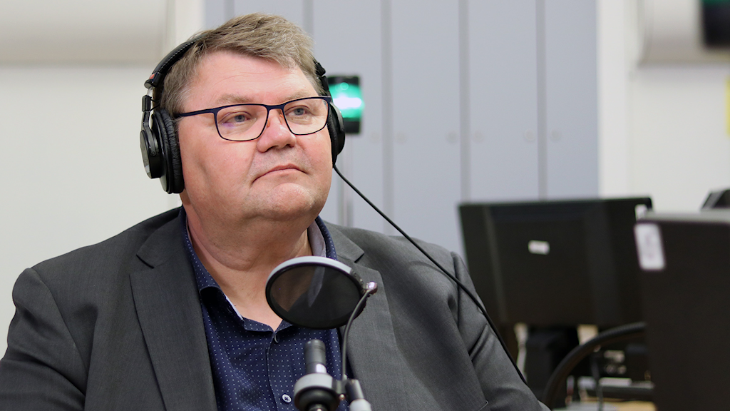Peter Lundgren sitting in a radio studio.