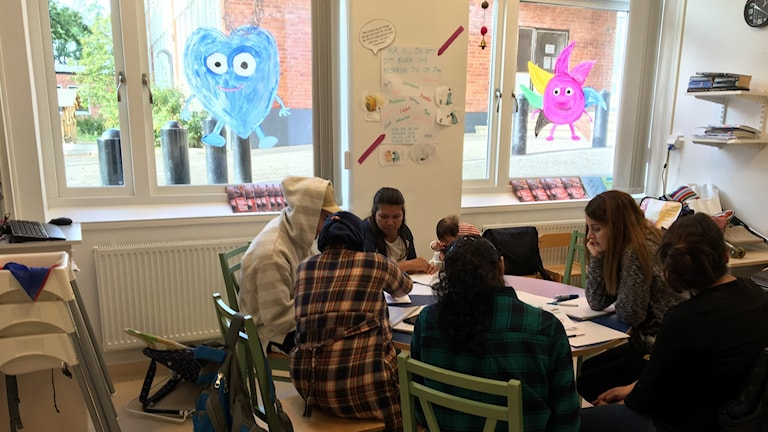 Foreign-born mothers study Swedish at an open preschool in Rågsved.