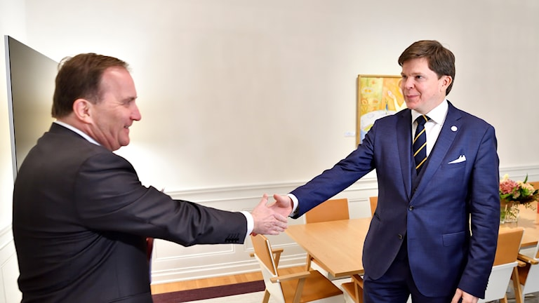 Prime minister Löfven (L) has told the Speaker Andreas Norlén (R) that he cannot form a government.