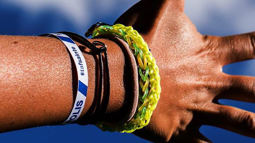 An wristband being handed out by police at summer music festivals and other events. Photo: Swedish Police.