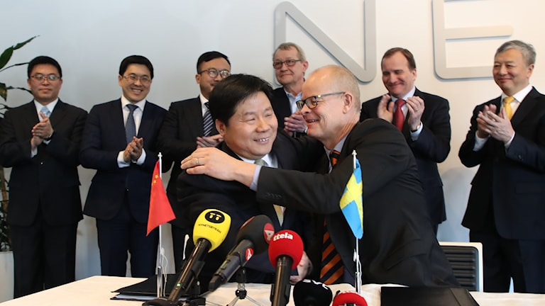 Jinghua Su, of GSR Capital, and Stefan Tilk, of Nevs, sign the investment deal on Wednesday.