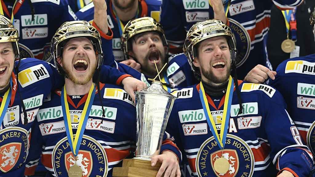 Hockey players from Växjö Lakers celebrating winning the SHL.