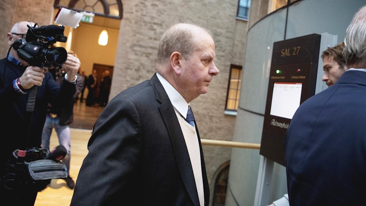 Eskil Erlandsson arrives in court