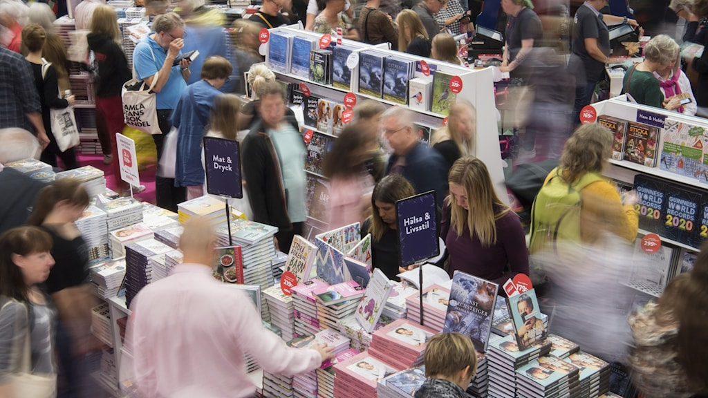 Image of a crowded Gothenburg book fair floor from 2019.