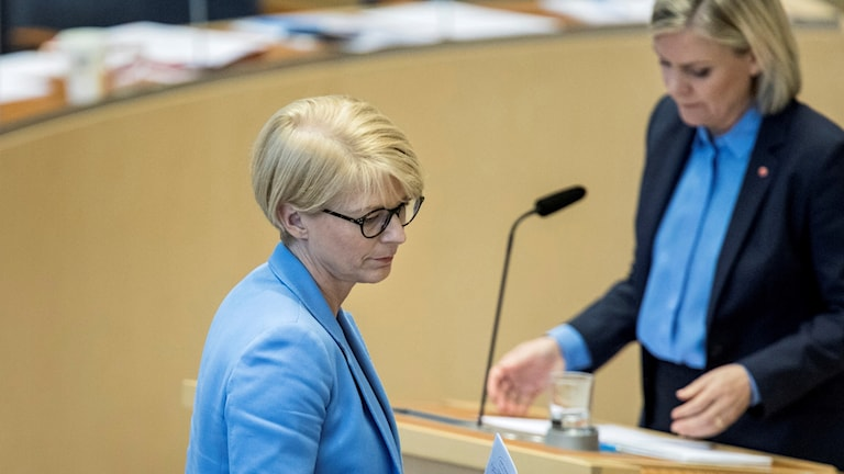 Elisabeth Svantesson (foreground) economic spokesperson for the Moderate party debating with Finance minister Magdalena Andersson.