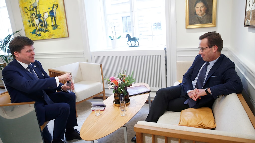 Speaker Andreas Norlen (left) with Ulf Kristersson.