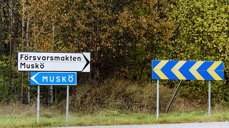 Signs showing the way to the Muskö base.