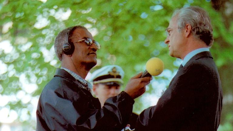 Azariah Kiros interviews King Carl Gustaf, Photo: Radio Sweden