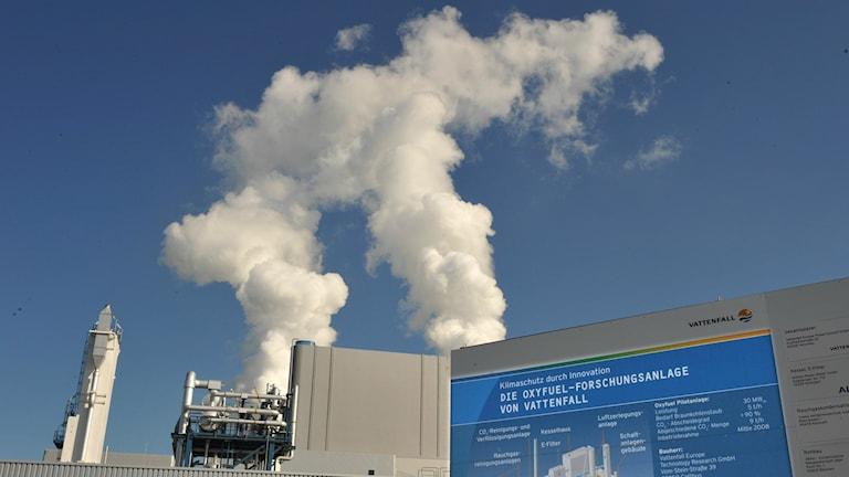 Vattenfall coal power plant in Germany. Photo: Matthias Rietschel/AP