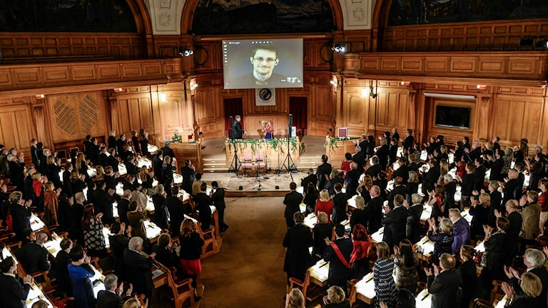 Edward Snowden is given a standing ovation as his father accepts the prize on his behalf. Photo: Pontus Lundahl / TT