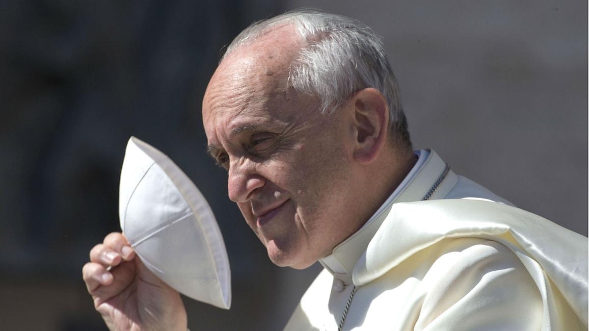 Pope Francis and his scullcap or calotte. Photo: Alessandra Tarantina/AP/TT