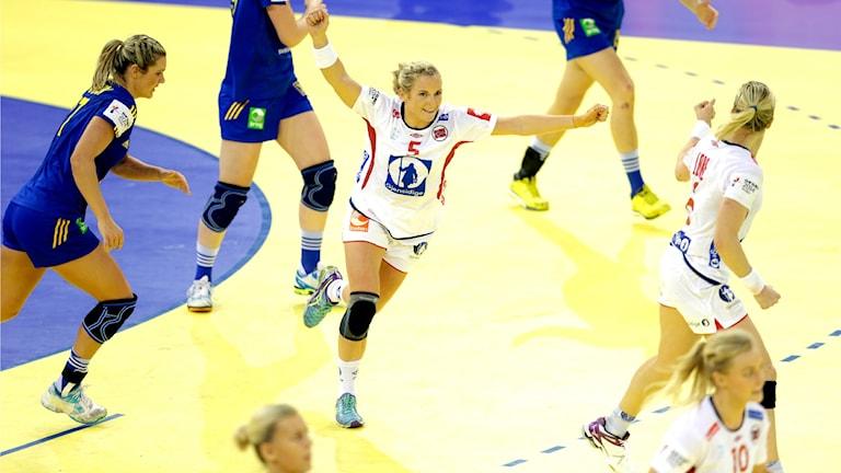 Norway's Ida Alstad celebrates another goal against Sweden. Photo: Vidar Ruud / NTB Scanpix / TT