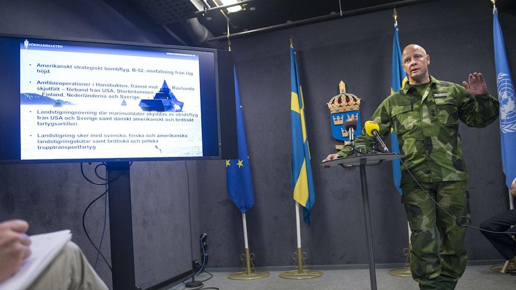 Major General Karl Engelbrektson at the press briefing on Wednesday. Photo: Fredrik Sandberg/TT