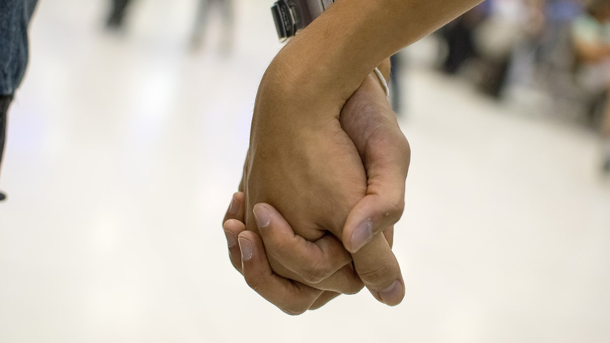 """""""You, hold my hand, by my side"""" by Cher VernalEQ. CC by 2.0. Cropped. https://flic.kr/p/oe1jxu"""
