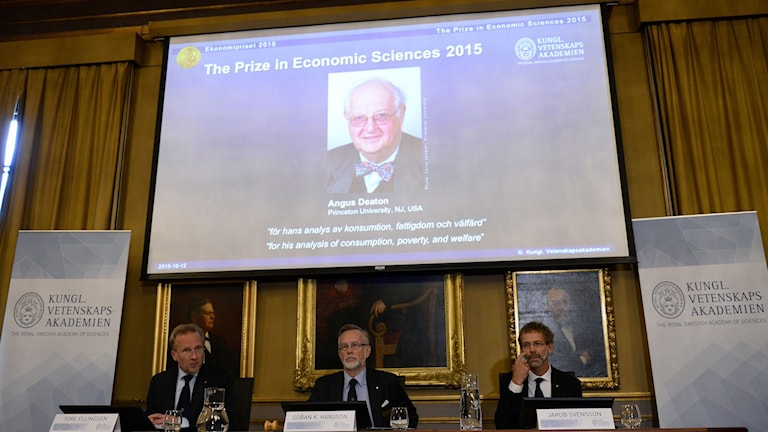 The Economics prize committe during the announcement in Stockholm. Photo: Jonathan Näckstrand/TT.