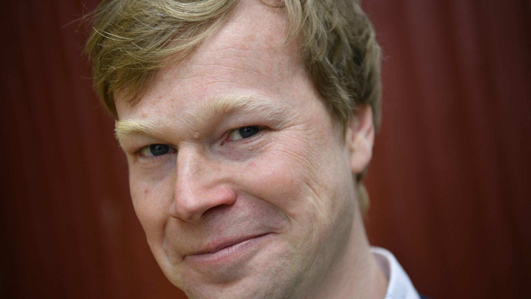 Close-up of top Swedish comedian Johan Glans.
