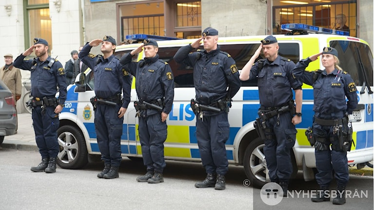 Police Officers observing a minute's silence outside the French Embassy in Stockholm. Photo: Maja Suslin/TT