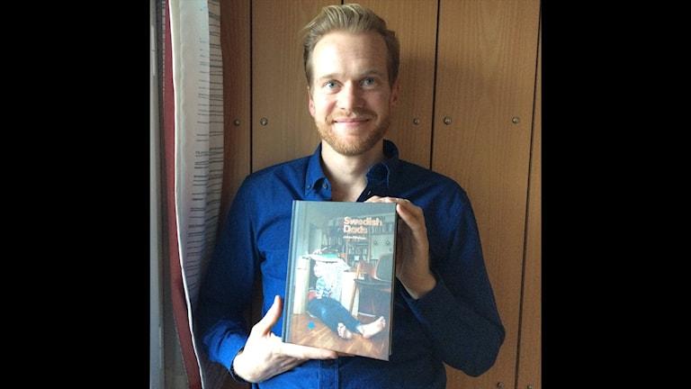Photographer Johan Bävman with his new book. Photo: Brett Ascarelli / Radio Sweden.