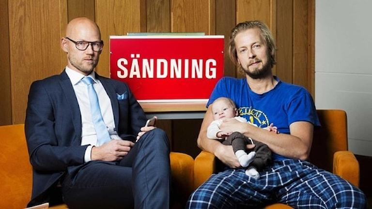 Reporters Jörgen Huitfeldt and Magnus Thorén (and his son). Photo: Alexander Donka/Sveriges Radio