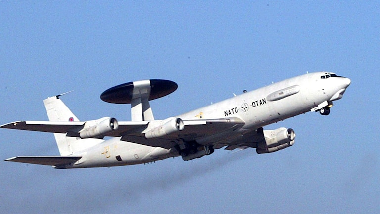 The aircrafts use a large antenna to track other aircrafts at distances of up to 400 kilometres. Photo: TT