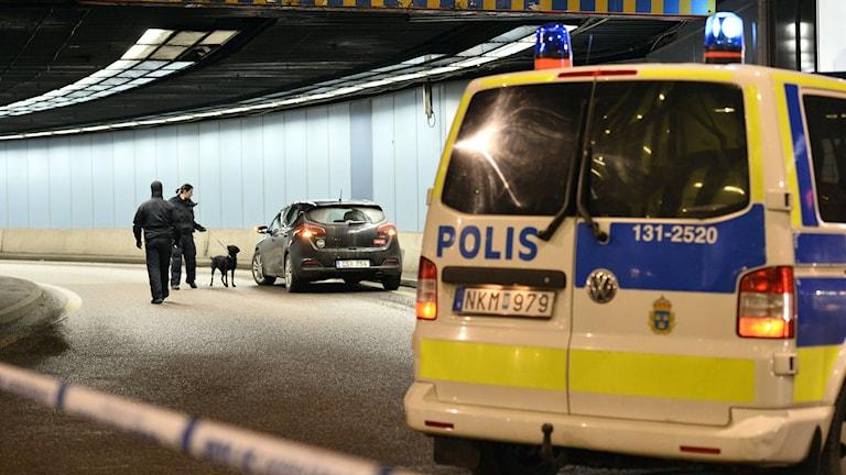 Police investigating the scene late Tuesday. Photo: Marcus Ericsson / TT.