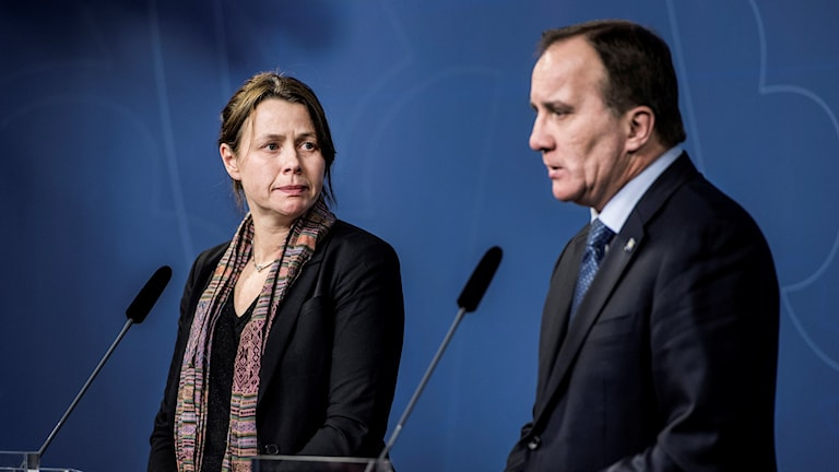 Deputy Prime Minister Åsa Romson from the Green Party and Prime Minister Stefan Löfven (Socialdemocrat) announcing stricter rules for asylum seekers in November 2015.