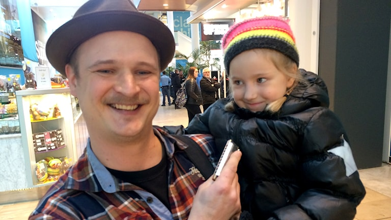 Andy Leukko played a favorite Etta James tune for Radio Sweden on his harmonica, while his daughter looked on. Photo: Brett Ascarelli / Radio Sweden