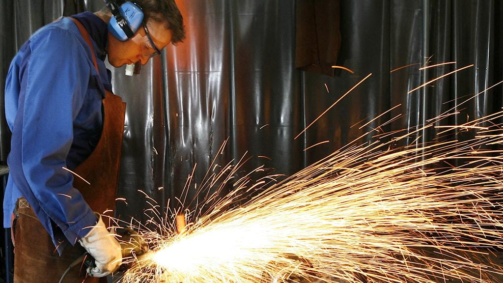 File photo of a metal worker. Photo: Winfried Rothermel / AP / TT