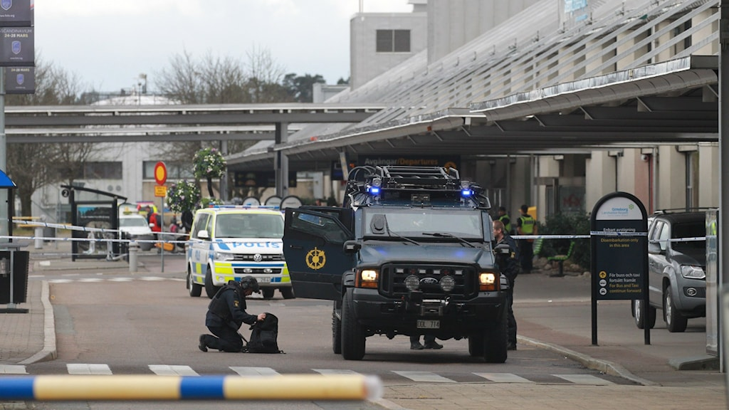 Parts of Landvetter were evacuated after a bomb threat todya and a suspicious plastic bag was found, but the police bomb squad found nothing dangerous in the end.