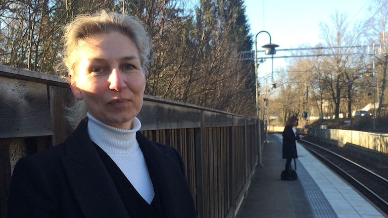 Ulrika Westergren, a commuter who takes the train into Stockholm from the Bråvallavägen stop in the suburb of Djursholm, is not happy about the proposed closure. Photo: Brett Ascarelli / Radio Sweden