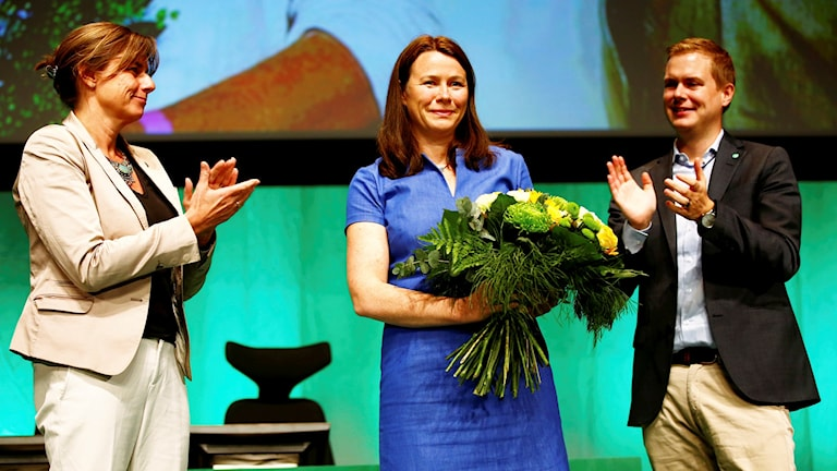 Åsa Romson (centre) at her send-off at the Green Party conference in Karlstad, pictured here with the proposed new spokespeople pair, Isabella Lövin and Gustav Fridolin.