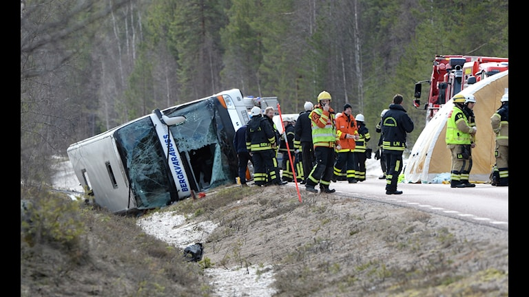 A picture of the bus lying on its side.