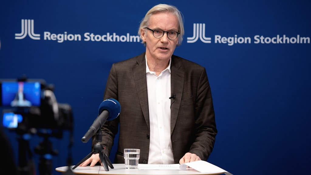 Johan Bratt, Acting Director of Health and Medical Care in Region Stockholm, talking at a press conference.