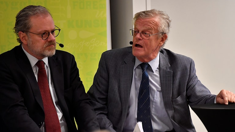 The Chairman of Riksidrottsförbundet, Björn Eriksson (right) and Erik Wennerström, director general of Brå, at Tuesday's press conference.