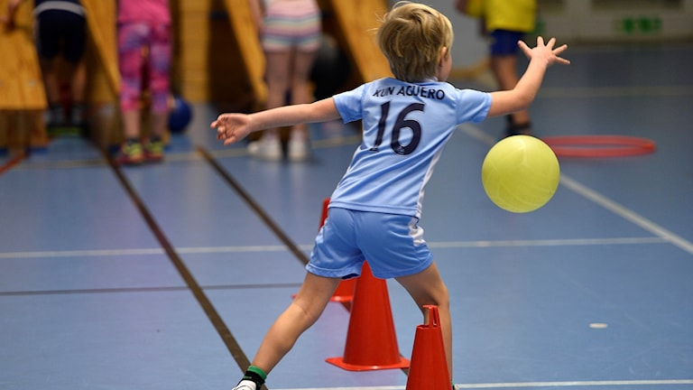 Sweden performs badly compared to many other countries when it comes to teh amount of sports lessons taught at secondary school level.