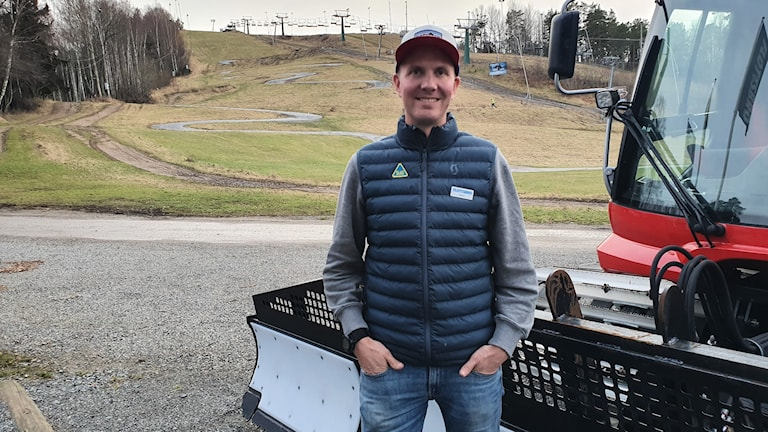 Flottsbrobacken manager Andreas Häggqvist explained that workers are at a standstill in the wait for snow.
