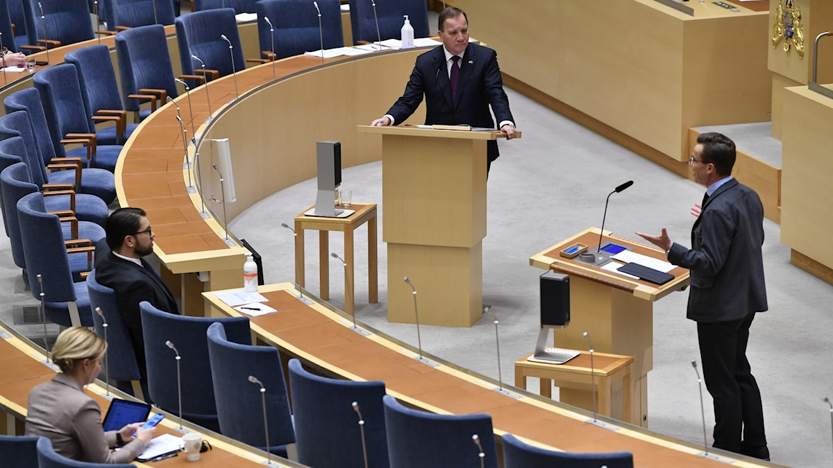 The Swedish Parliament chamber, showing two people debating at podiums.