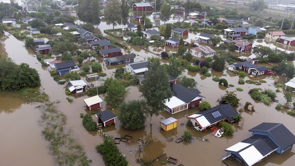Aerial photo of a flooded residential area.