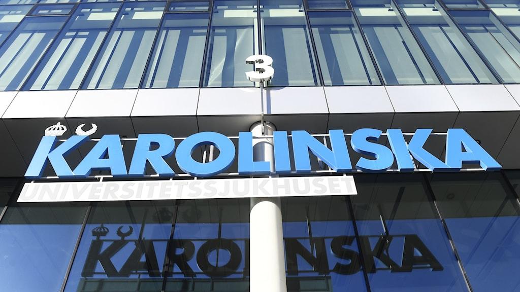 Sign for Karolinska Hospital above an entrance.